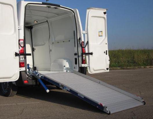 Rampe de chargement en aluminium avec assistance hydraulique for Monteur de stand